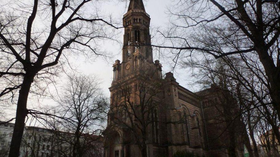 Der Platz rund um die 1873 eingeweihte Zionskirche wird bis Herbst 2013 denkmalgerecht saniert.