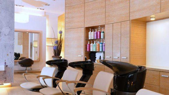 Ziya arbeitet mit hochwertigen Produkten von Kérastase Paris.