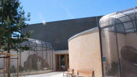 Das neue Vogelhaus von außen.