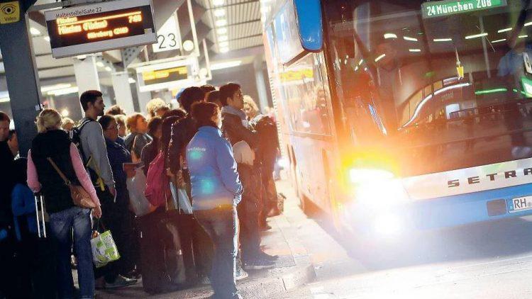 Zu großer Bahnhof. Auf dem Zentralen Omnibusbahnhof kommen immer mehr Busse an – doch der Platz ist begrenzt. Anlagen für die Fäkalienentsorgung fehlen.