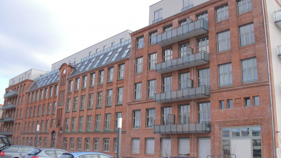 Leben, wo einst Georg Lembke süße Schokolade hergesetellt hat. Bereits 1907 wurde Produktionsgebäude der Deutsch-Amerikanischen Zuckerwarenfabrik errichtet und erweitert.