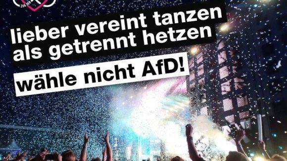 """Auch dieses Bild ist Teil der Plakataktion """"Gegen AfD Hetze"""". Initiiert wurde sie vom """"Zug der Liebe""""."""
