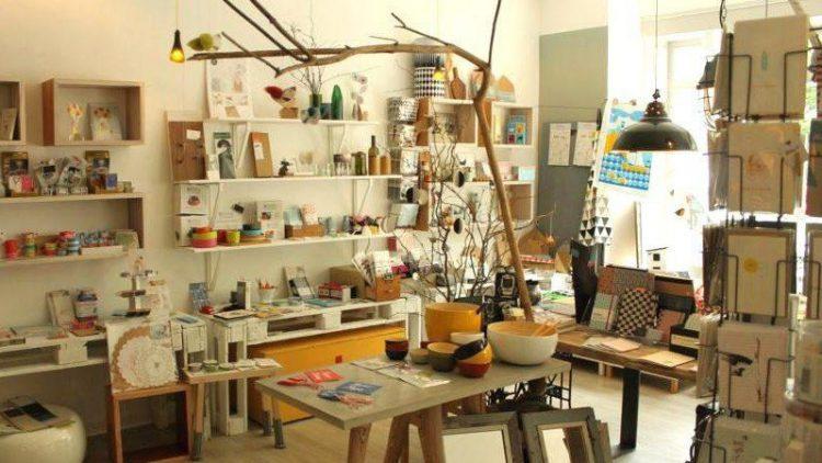 Papierwaren, Post- und Grußkarten, Fotoalben, Accessoires fürs Zuhause und vieles mehr gibt es zu entdecken.