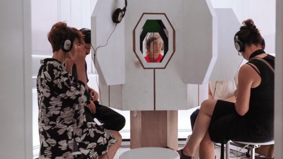 Projektionen, Hologramme und virtuelle Realität - die Ausstellungsreihe Immersion spielt mit der Wahrnehmung der Zuschauer.