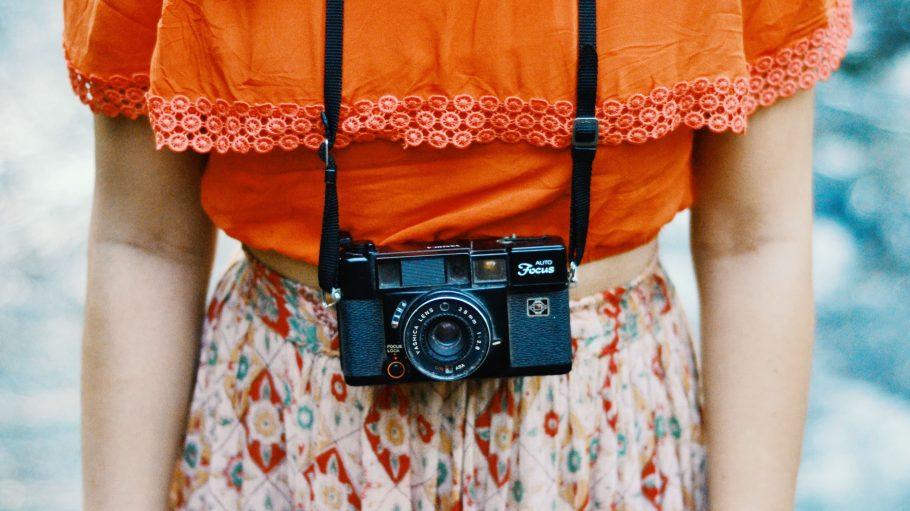 Nicht nur alte Kameras sind ziemlich cool, in Vintage Stores findest du oft ganz besondere Mode.