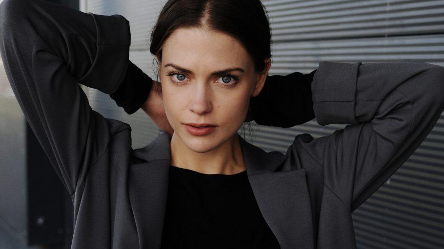 In der Romanverfilmung von Kerstin Giers Edelstein-Trilogie spielte Laura die Figur Charlotte Montrose.