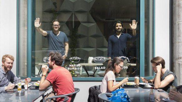 Keine Ideen für die Mittagspause? Die Smunch-Gründer Shivram Ayyagari und Oliver Hüfner bringen dir und deinen Kollegen leckere Gerichte ins Büro.