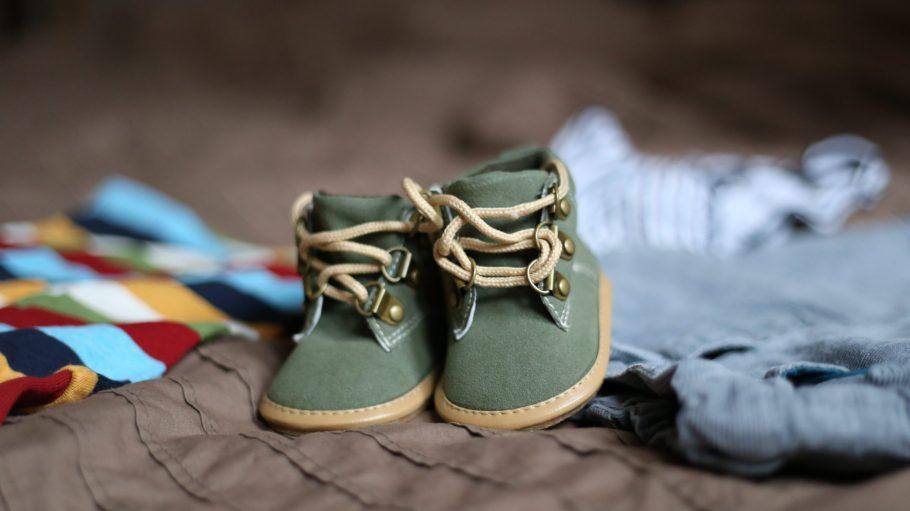 Für die kleinen, empfindlichen Füße von Kindern ist nicht nur die Größe wichtig für eine gesunde Entwicklung.