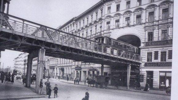 Spektakulär: Die Hochbahntrasse am Bülowbogen vor dem Zweiten Weltkrieg.