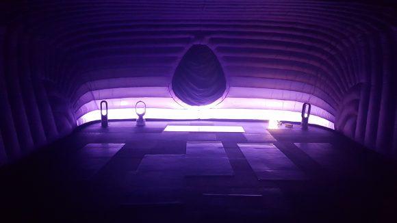 Fast schon überirdisch sieht das Innere eines solchen Hotpods aus–aber eben auch gemütlich.