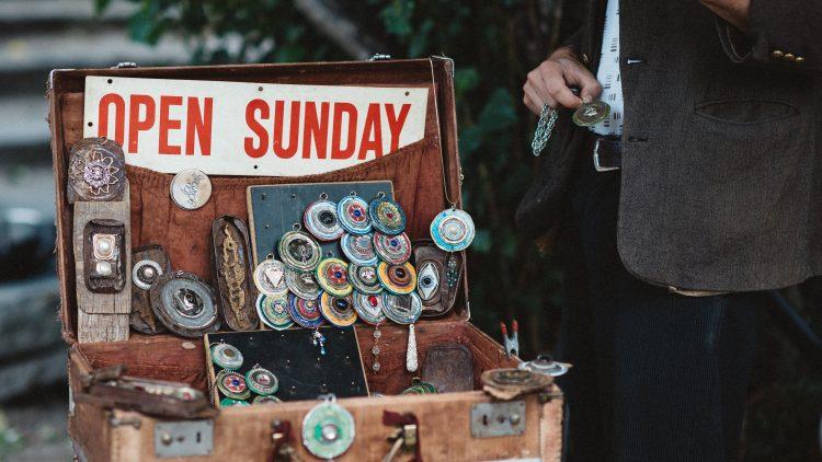 Sonntag ist Flohmarkttag – doch falls es mal mehr als Trödel sein soll, kannst du an acht Sonntagen in Berlin überall shoppen.