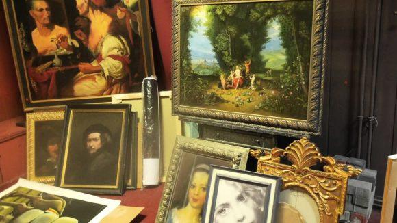Im Salon Posin kannst du dir Bilder aus 500 Jahren Kunstgeschichte fälschen lassen.