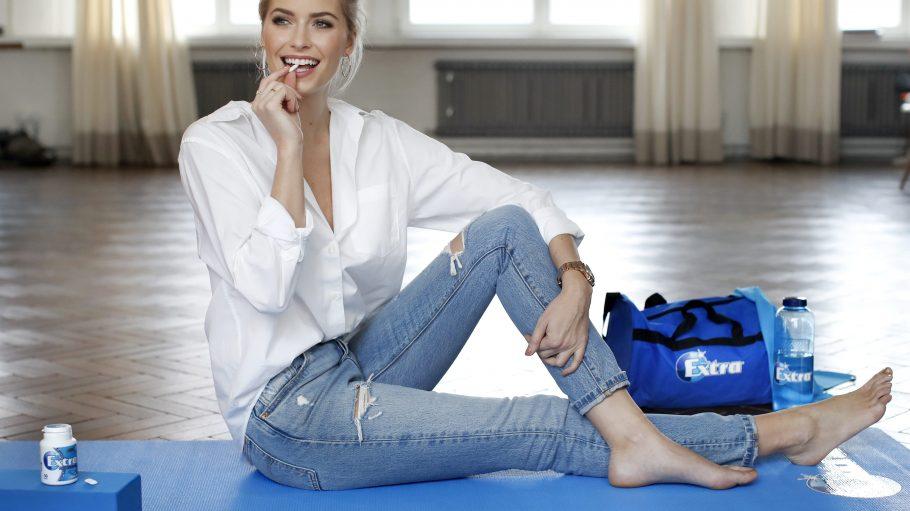 Als Model muss man seine Figur halten – Lena Gercke schafft das mit Sport und zuckerfreiem Kaugummi.