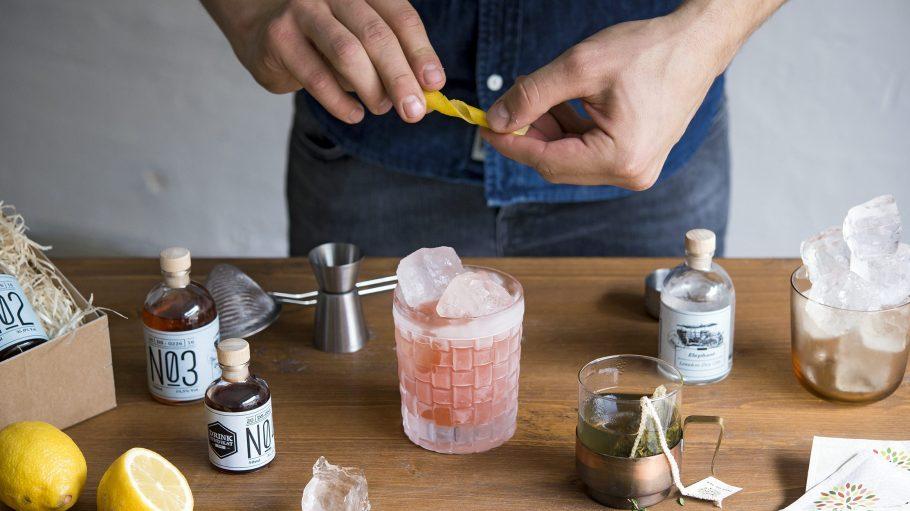 Für deinen nächsten Cocktail-Abend: In den Boxen von Drink Syndikat befinden sich hauptsächlich regionale Spirituosen