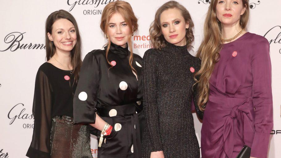 Bei der Berlinale gibt es tausend gute Gründe zu feiern. Auch gern mit dabei Anna Julia Kapfelsperger, Palina Rojinski, Alina Levshin und Pheline Roggan. (v.l.n.r.)