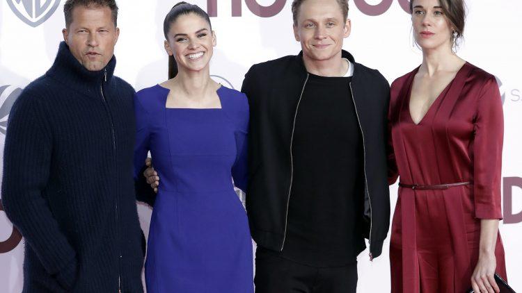 Die Herren ziehen sich warm an, den Damen gefriert sogar das Lächeln: Til Schweiger, Lisa Tomaschewsky, Matthias Schweighöfer und Anne Schäfer (v.l.n.r).