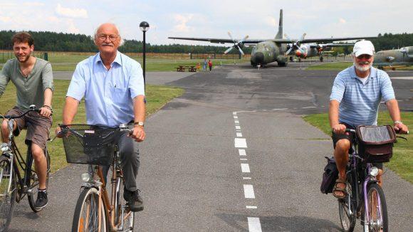 Rundgang über das Militär-Historische Museum (Luftwaffenmuseum) auf dem Flugplatz in Berlin-Gatow: Exponate im Aussenbereich: Transall.