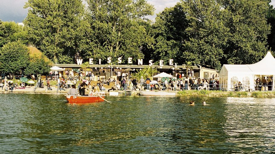 Idylle in der Stadt und ein idealer Standort für das entspannte By the Lake Festival: das Strandbad Weißensee.