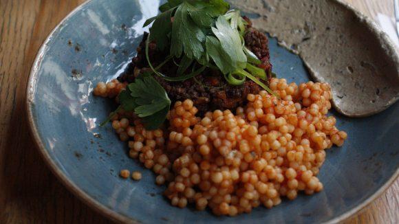 Das Gordon in der Allerstraße bietet Lunch und Dinner an mit ambitionierter israelischer Küche.