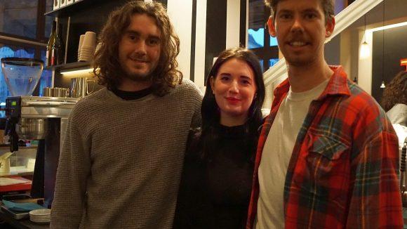 Jack (v. links nach rechts), Alice und Josh kommen alle drei aus Australien und arbeiten seit einiger Zeit als Barista im St. Oberholz.