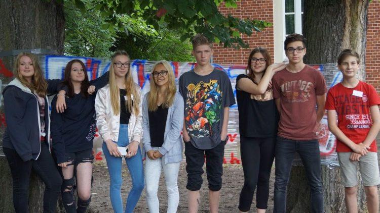 Diese SchülerInnen der 8. Klasse in der Gemeinschaftsschule Grünau sind ziemlich modisch unterwegs.