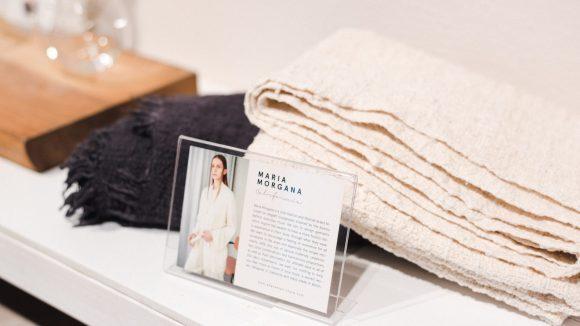 Im Ade Velkon Store finden sich zu den Produkten kleine Beschreibungen zu den Herstellern, die meistens handgefertigte Produkte anbieten.