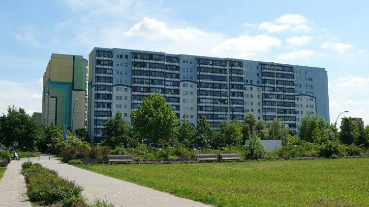 Grün ist es hier am Berliner Stadtrand. Doch das östlich der Schönefelder Chaussee gelegene Kosmosviertel hat dennoch Probleme.