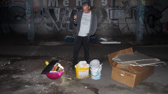 Am Tatort: An dieser Unterführung wurde illegaler Müll abgeladen. ©Julia Stürzl