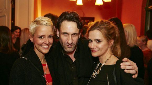 Anja Tillack (r.) mit Alexia Osswald und Schauspieler Falk Willy Wild. Foto: ©Tillack