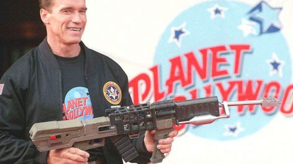 """Lange her: Vor 10 Jahren hat Arnold Schwarzenegger seinen Film """"Eraser"""" in Berlin vorgestellt und gleich Werbung für ein Restaurant gemacht, an dem er sogar Anteile hatte. Jetzt kommt Arnie wieder in die Stadt. Dieses Mal mit weiteren Promis im Gepäck."""