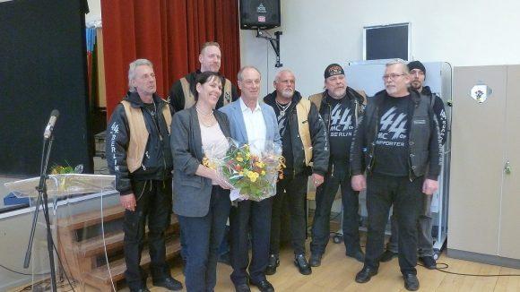 Auch der 44er Motorradclub schickte Vertreter zum Abschied des Schulleiters. ©QIEZ