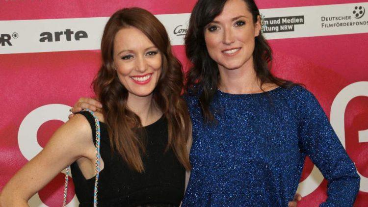 Autorin nebst Hauptdarstellerin: Charlotte Roche (r.) und Lavina Wilson, die die Elizabeth spielt.