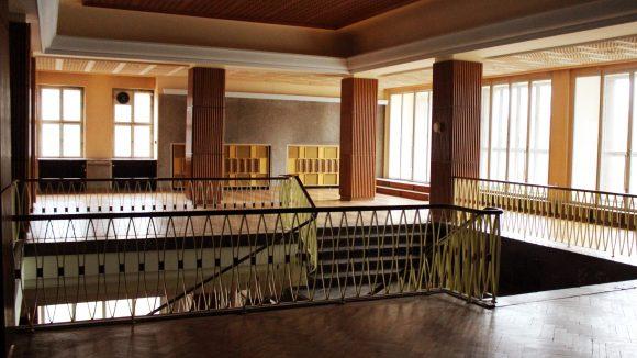 Beige, braun, blassgrün: im Flur vom Funkhaus zwischen zwei Aufnahmesälen. ©QIEZ
