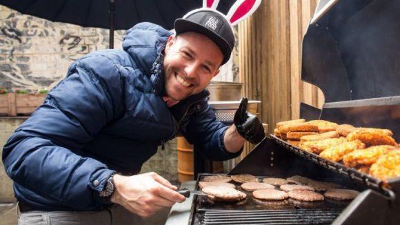Hatte Spaß am Grill: Sänger und Hobby-Koch Ben.