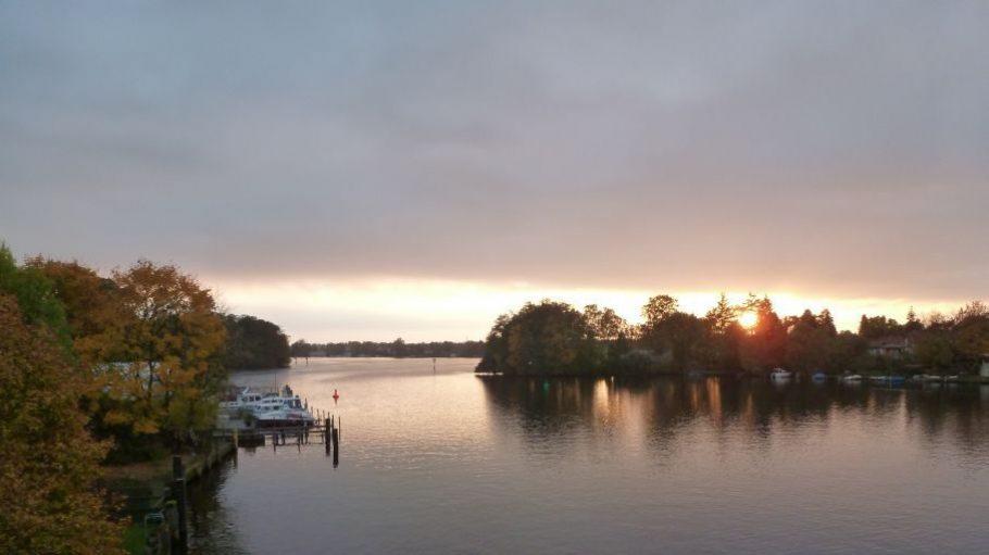 Sonnenuntergang auf der Schmöckwitzer Brücke: So schön kann Berlin sein.