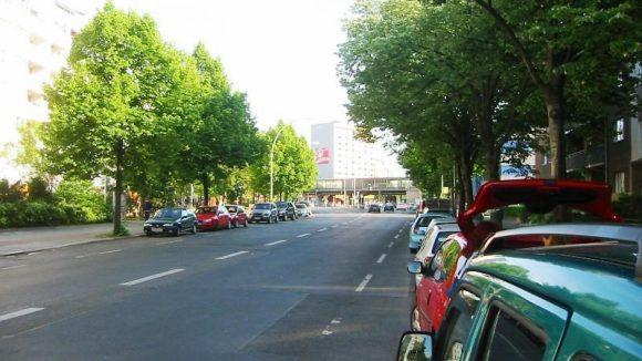 Die Einemstraße bei wohligeren Temperaturen. Doch der Name erinnert an ein eisigeres zwischenmenschliches Klima.