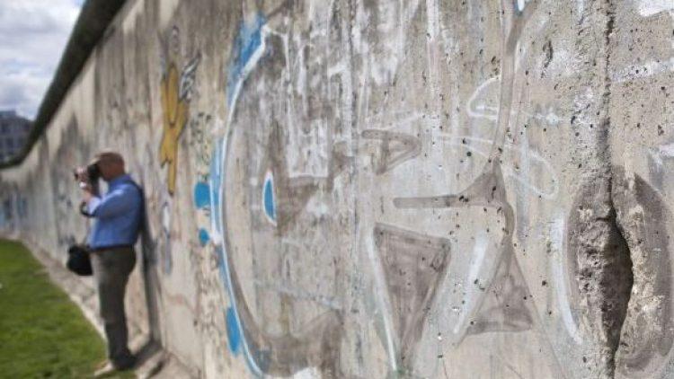 Heute sind die Reste der Berliner Mauer ein beliebtes Fotomotiv - zum 25. Jahrestag ihres Falls gibt es eine Reihe von Gedenkveranstaltungen.