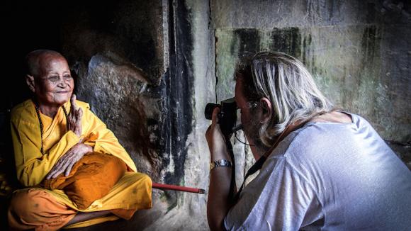 Bernd Kolb bei seiner Arbeit als Fotograf. (c) muxmäuschenwild
