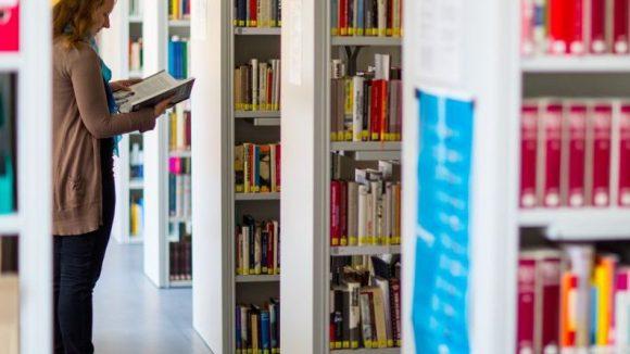 Rückzugsraum, Bildungseinrichtung, Freizeitzentrum. Berlins Bibliotheken haben viele Funktionen, ihre Zahl aber sinkt seit Jahren kontinuierlich.