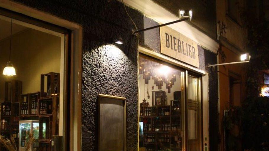 """Einladend! Von außen sieht """"Bierlieb"""" aus wie ein normaler Shop.Doch drinnen kann man noch viel mehr als Bier kaufen ..."""