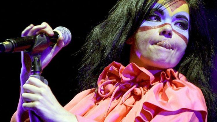 Das Musikgeschäft wird zunehmend international - das passt zu Berlin. Björk gibt auf dem Berlin Festival das letzte Konzert ihrer Tour.