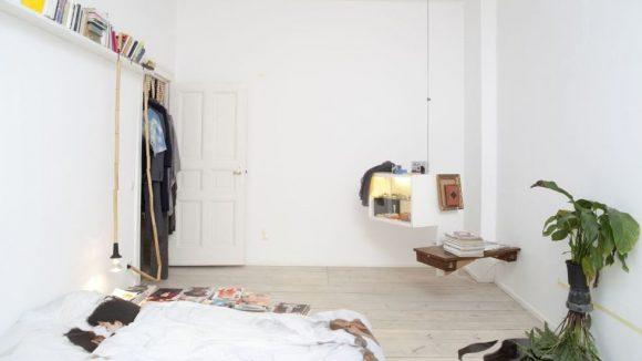 Gefällt dir das Regal an der Wand? Dann nimm es mit! In dieser Wohnung ist alles käuflich.