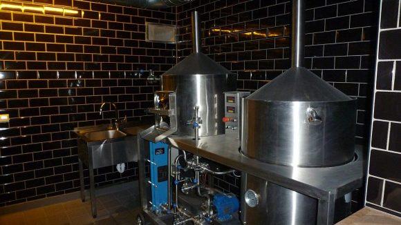 Braukessel der Circus Hostel Brewing Co.