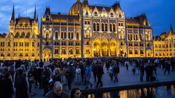 Budapest bei Nacht. (c) dpa