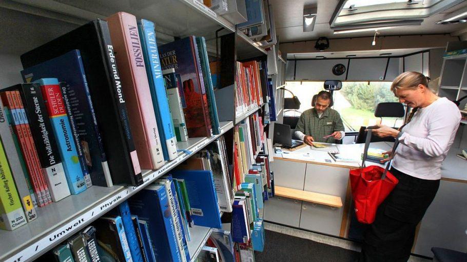 Bücherbusse dienen der Nahversorgung mit Literatur - vor allem in Gebieten, in denen Bibliotheken rar gesät sind.