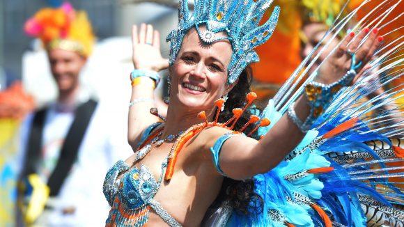 Bunt trifft auf Musik beim Karneval der Kulturen. Foto: picture alliance/ dpa