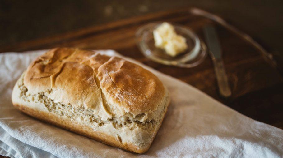 Köstlich in den Tag starten, zum Beispiel mit einem leckeren Butterbrötchen.