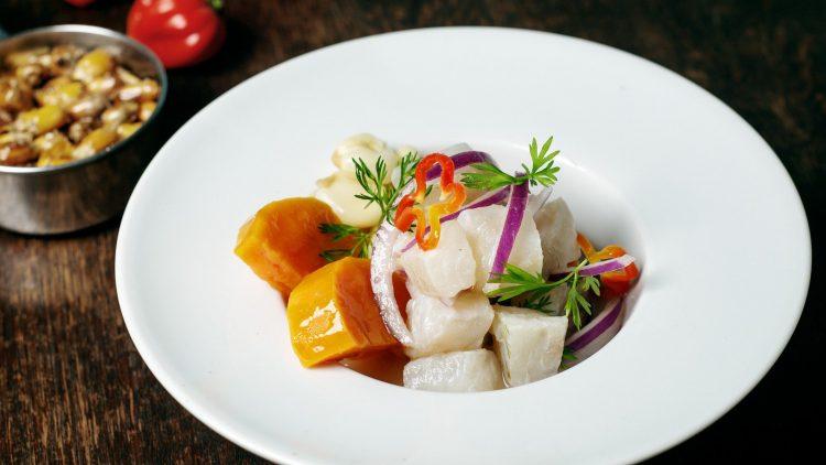 Südamerikanische Küche ist auf dem Vormarsch. Allen voran das Ceviche de Pescado, marinierter roher Fisch, wie hier in der Cevicheria in Kreuzberg.