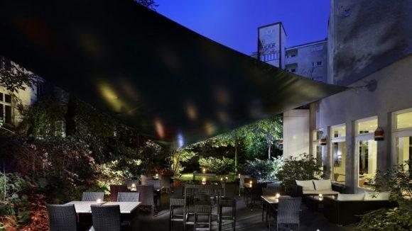 Chillig: Im neuen Park Plaza Berlin Kudamm kann man es sich nicht nur auf der schönen Terrasse gut gehen lassen.