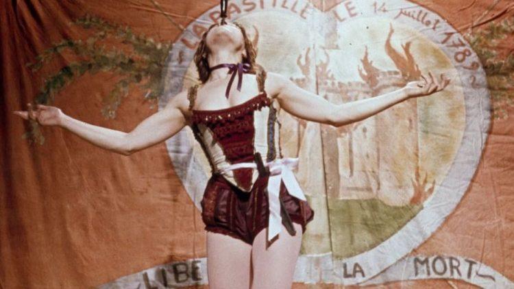 """Ein bisschen romantisch, ein bisschen verstörend. Die Französische Filmwoche und das Berlin Art Filmfestival laden zur Show. Zum Beispiel mit der restaurierten Filmkopie des Films """"1789""""."""